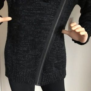 Forever 21 Sweaters - Forever 21 Comfortable and thick Sweater.